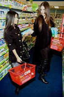 Khloe and Kourtney Kardashian Brush with Crest!