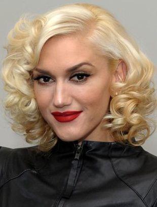 Gwen Stefani Talks Beauty Backstage at L.A.M.B.