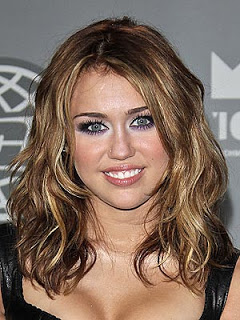 Miley Cyrus' Shorter Waved Hairstyle