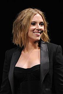 Scarlett Johansson Debuts Tousled Bob at Comic-Con