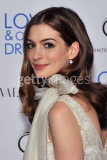 Get The Look: Anne Hathaway At The Premiere of 'Love And Other Drugs'