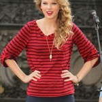 Taylor Swift Rocking Splendid on October 29