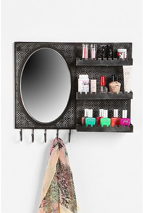 Home Decor Blogging Junkie: Urban Outfitters Over-the-door Vanity