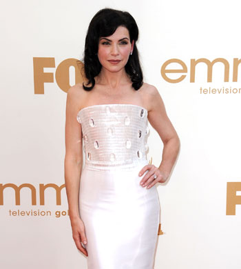 2011 Emmys Hairstyle & Makeup: Julianna Marguiles