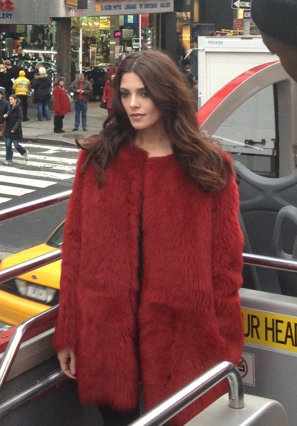 Get The Look: Ashley Greene's DKNY Times Square Billboard Reveal