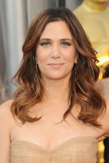 2012 Oscars Beauty: Kristen Wiig's Hairstyle