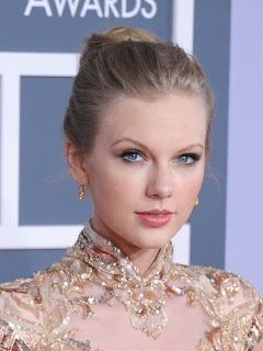 Get The Look: Taylor Swift At The 2012 Grammy Awards
