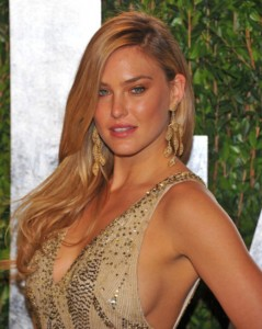 Get The Look: Bar Refaeli At The Oscars