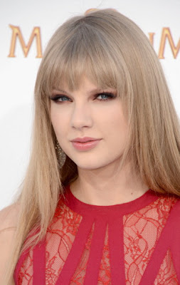 Get The Look: Taylor Swift's Makeup At The 2012 Billboard Music Awards