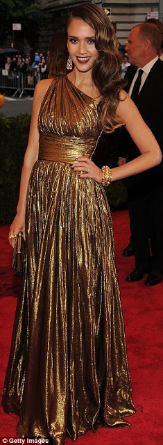 Get The Look: Jessica Alba's Hairstyle At The Met Ball 2012