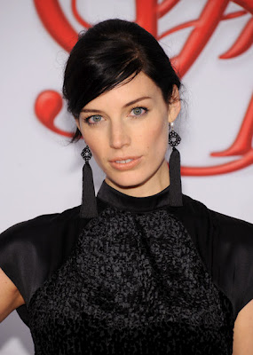 Get The Look: Jessica Pare's Makeup At The 2012 CFDA Awards
