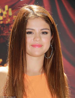 Selena Gomez' New Auburn Hairstyle