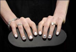 SAG Awards Nails: Anne Hathaway