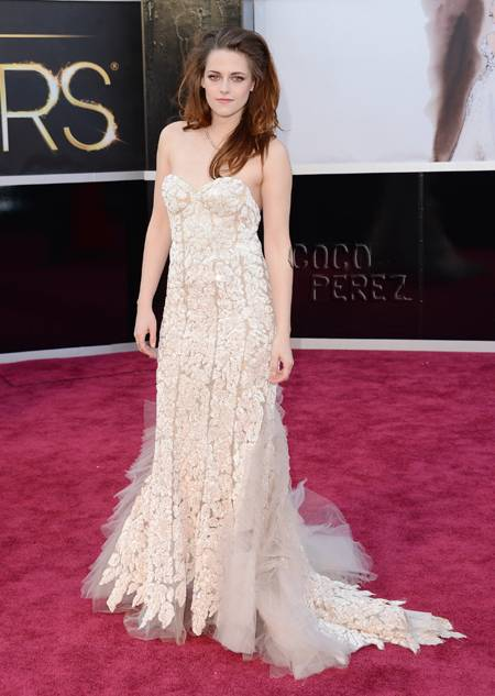 Oscars Makeup & Nails: Kristen Stewart