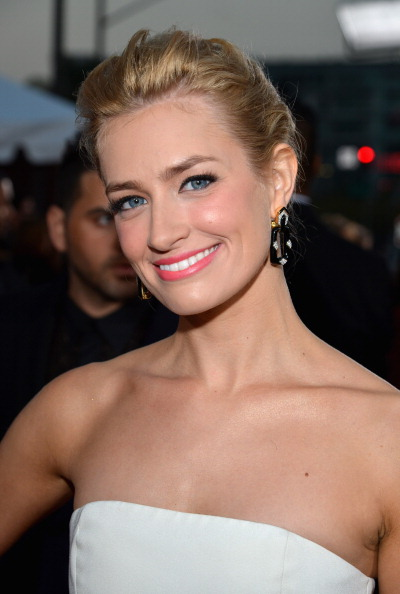 Hairstyle: Beth Behrs At the 2014 People's Choice Awards