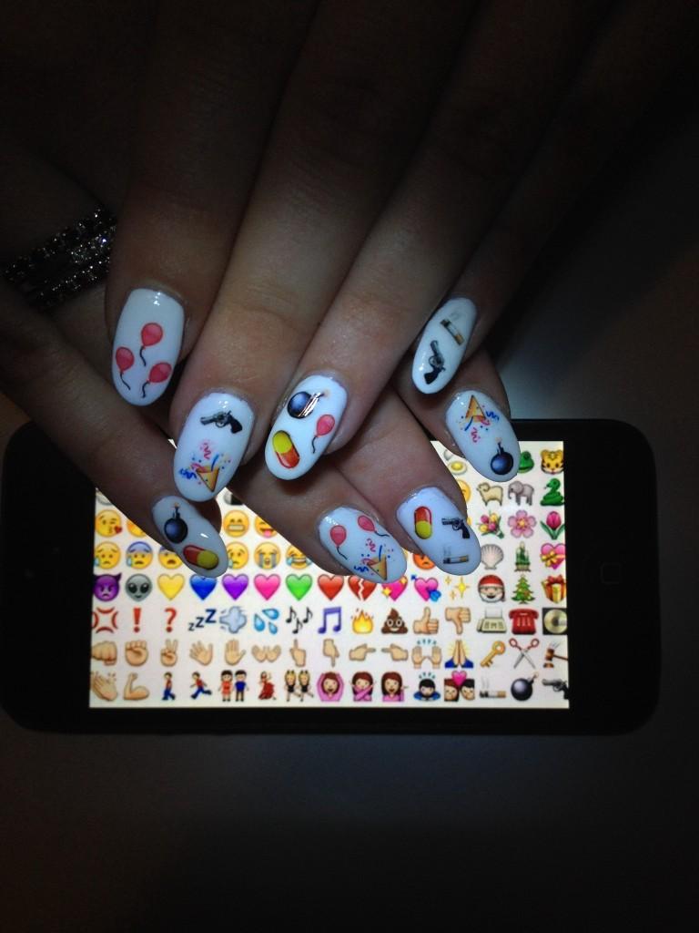emoji-nail-art