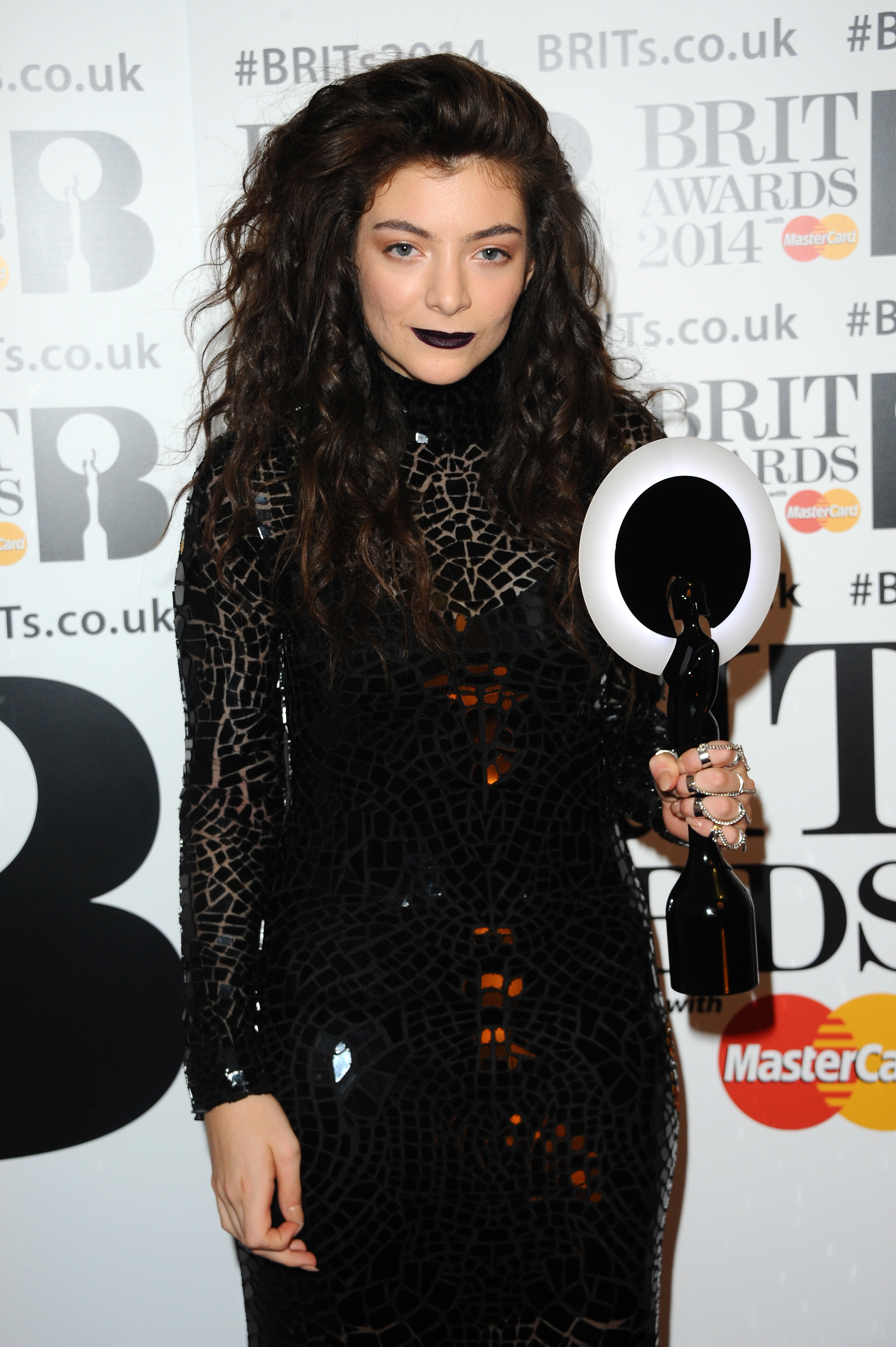 Get The Look: Lorde's Makeup At The BRIT Awards 2014 ...