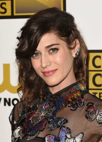 Makeup: Lizzy Caplan At The 2014 Critics Choice Television Awards