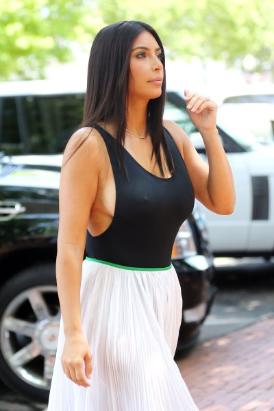 Kim Kardashian's Side-boob In The Hamptons + More: Destination Procrastination