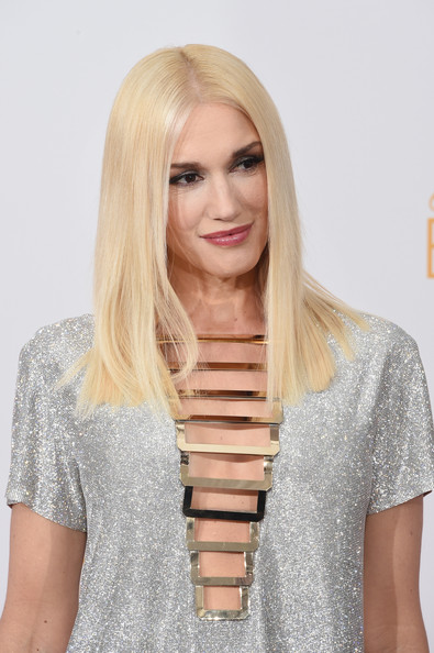The Trick To Gwen Stefani's Sleek, Straight Emmys Hairstyle