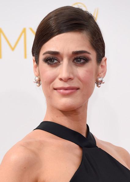 2014 Emmys Makeup: Lizzy Caplan