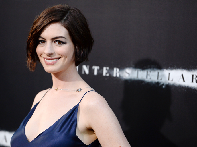 How To Use Mousse To Achieve This '90s 'Do Like Anne Hathaway's