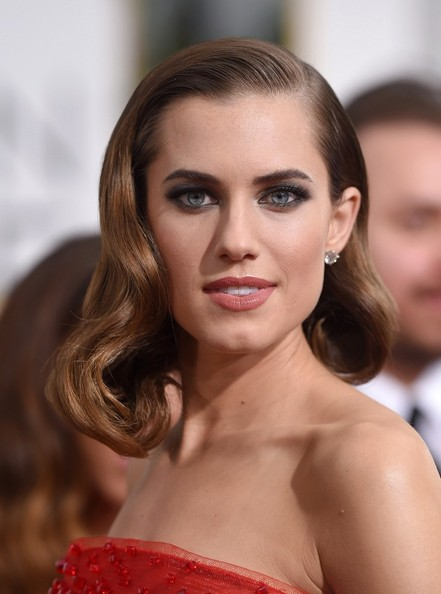 How To Recreate Allison Williams' Asymmetrical Bob