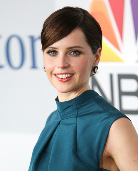 How To Recreate Felicity Jones' Coral-Orange Golden Globes Lip & Updo