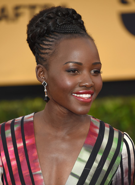 Snag The Secret To Lupita Nyong'o's 40s-chic Makeup Moment