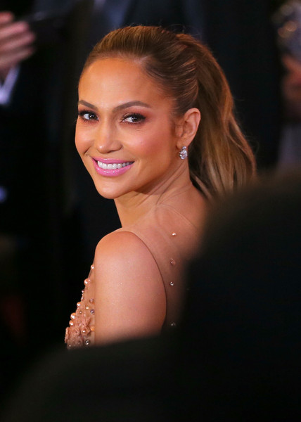 Jennifer Lopez' Oscars Nails & Makeup
