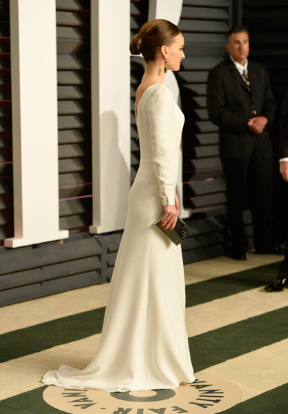 The Secret To Natalie Portman's Chic & Shiny Oscars Updo