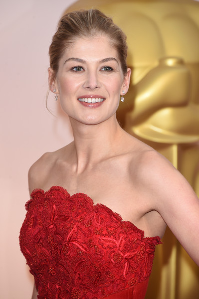 Rosamund+Pike+Arrivals+87th+Annual+Academy+A19IJCDf4_Ol