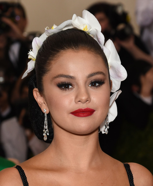 The Secret To Selena Gomez' Met Ball Brows