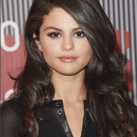 The Secret To Selena Gomez's Frosty Nude Pout At The VMAs