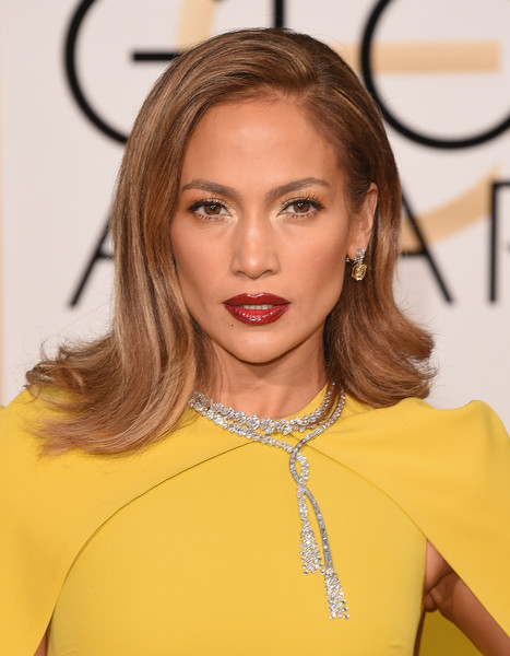 Get Jennifer Lopez' Golden Globes Hair & Makeup Look