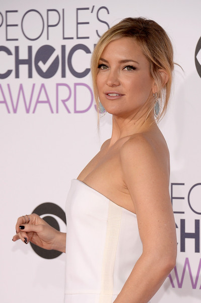 The Secret To Kate Hudson's People's Choice Awards 'Do