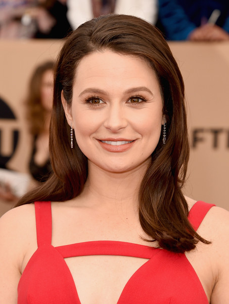 katie-lowes-sag-awards-2016-photo