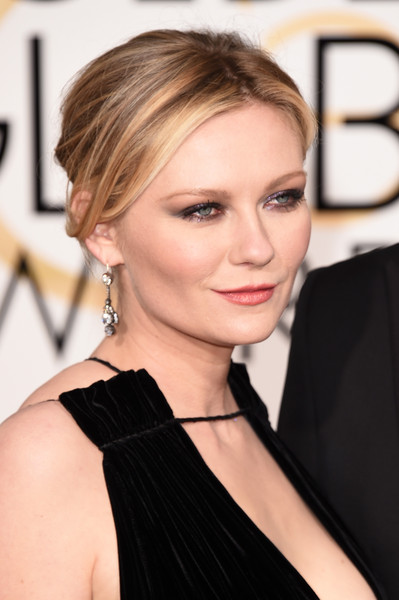 Kirsten Dunst's Debbie Harry Makeup Vibe At The Golden Globes