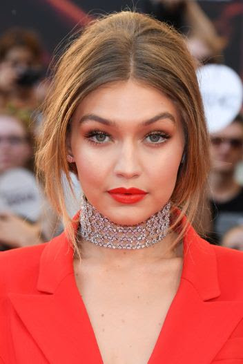 How Gigi Hadid Combines Natural And Bold Makeup