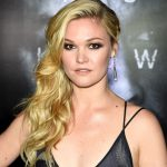 The Trick To Julia Stiles' Textured Blowout & Braid