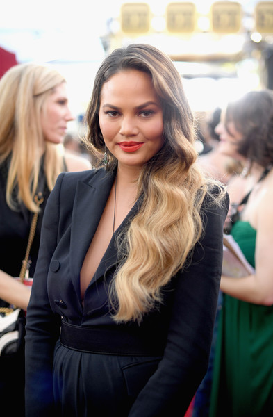 chrissy-teigen-sag-awards-2017-photo