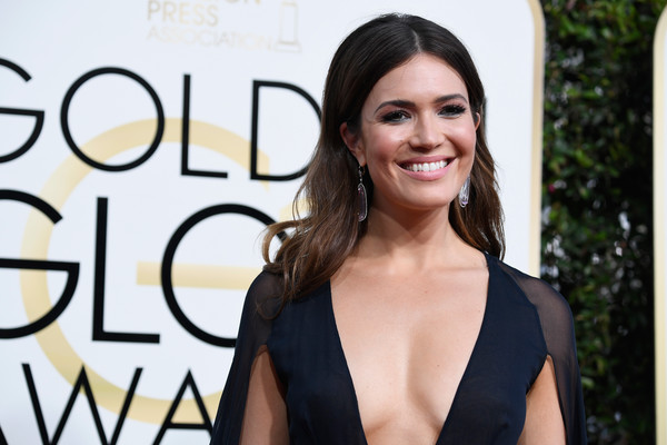 mandy-moore-golden-globes-2017-photo