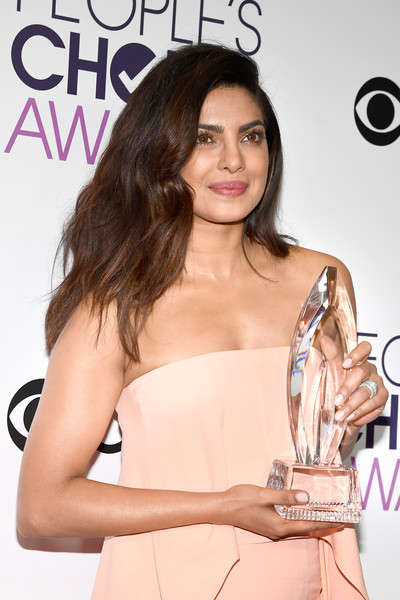 The Trick To Priyanka Chopra's Spring-ready Makeup Look