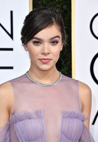 The Trick To Hailee Steinfeld's Ethereal Makeup Look