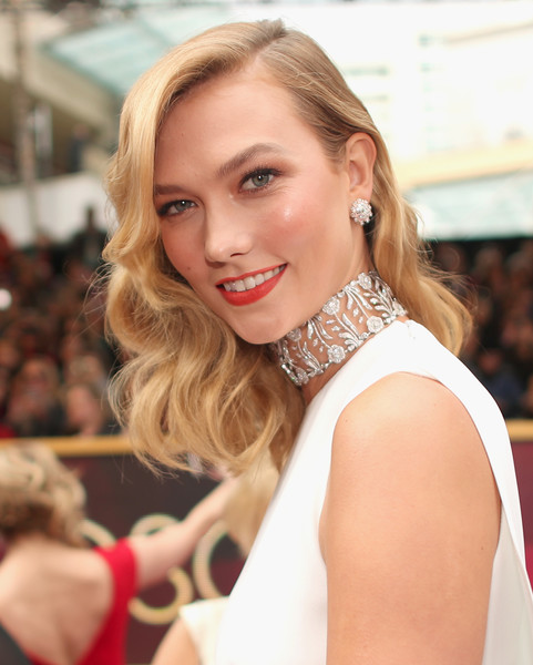 Get Into Karlie Kloss' Old Hollywood 'Do