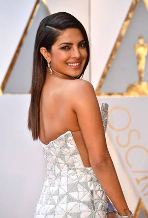 The Trick To Priyanka's Sleek Makeup Effect