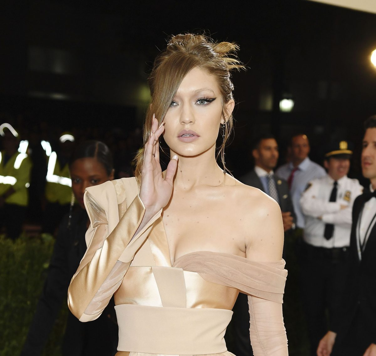 The Trick To Gigi Hadid's Met-Ball Makeup Effect