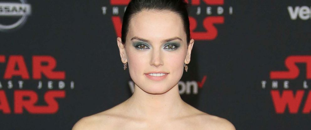 The No-Heat Trick To Daisy Ridley's Red Carpet Updo