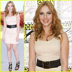 Get The Look: Scarlett Johansson at Comic-Con 2009