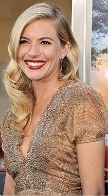 Get The Look: Sienna Miller At The G.I. Joe: The Rise of the Cobra Premiere in Los Angeles